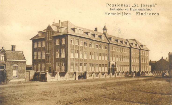 Foto uit 1929. De tegenwoordige dagopvang voor daklozen (oorspronkelijk de rectorswoning) is nog niet gebouwd.